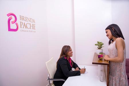 Dra. Brenda Pache - Plastic Surgeon