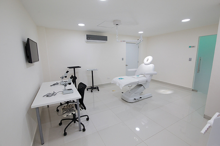 Dr. Lisette Pappaterra -Clinic of Hair Surgery and Aesthetic Medicine (CapMed).
